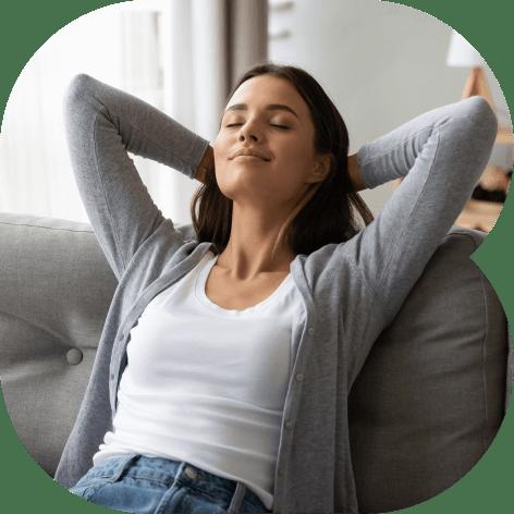 Uma mulher relaxando